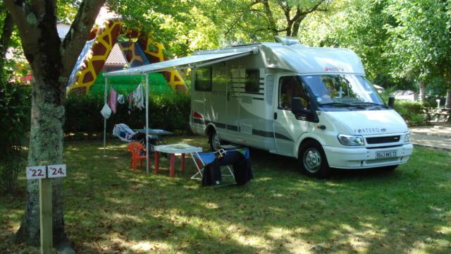 2-camping-gers-arros-accueil-camping-car.jpg