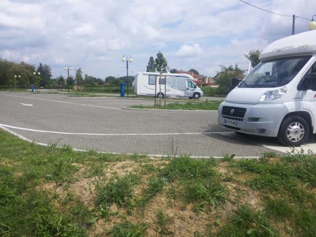 marciac-aire-service-camping-car-5-nb.jpg
