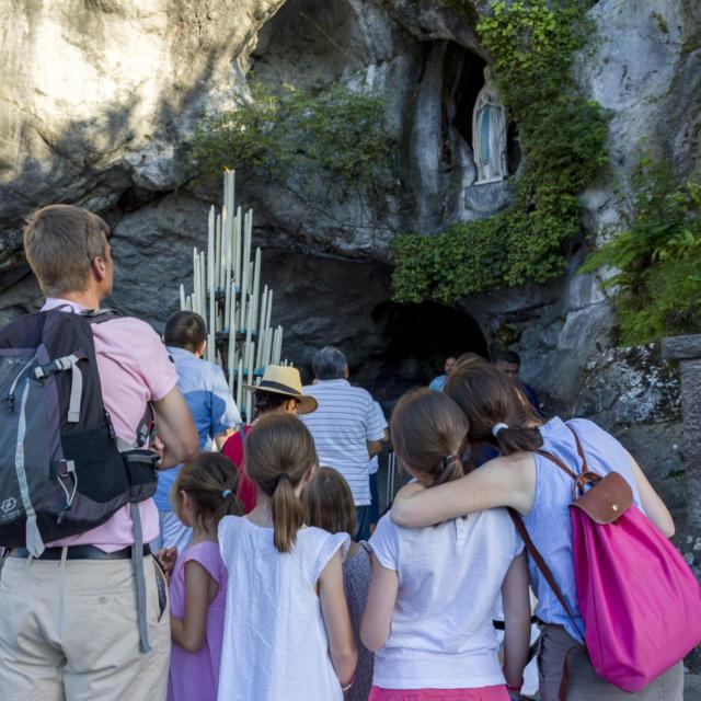 sanctuaire-grotte-2-bdp-vincent-ot-lourdes-2016.jpg